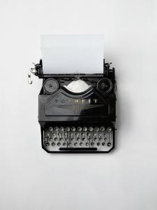 typing-vintage-technology-keyboard-large225x300